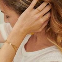 ✨Joli combo du jour✨ Bracelet DOMITILLE, bague SALMA et bague MANON 🔥  Photo @coco_malet  #omabloom #bracelet #bague #ring